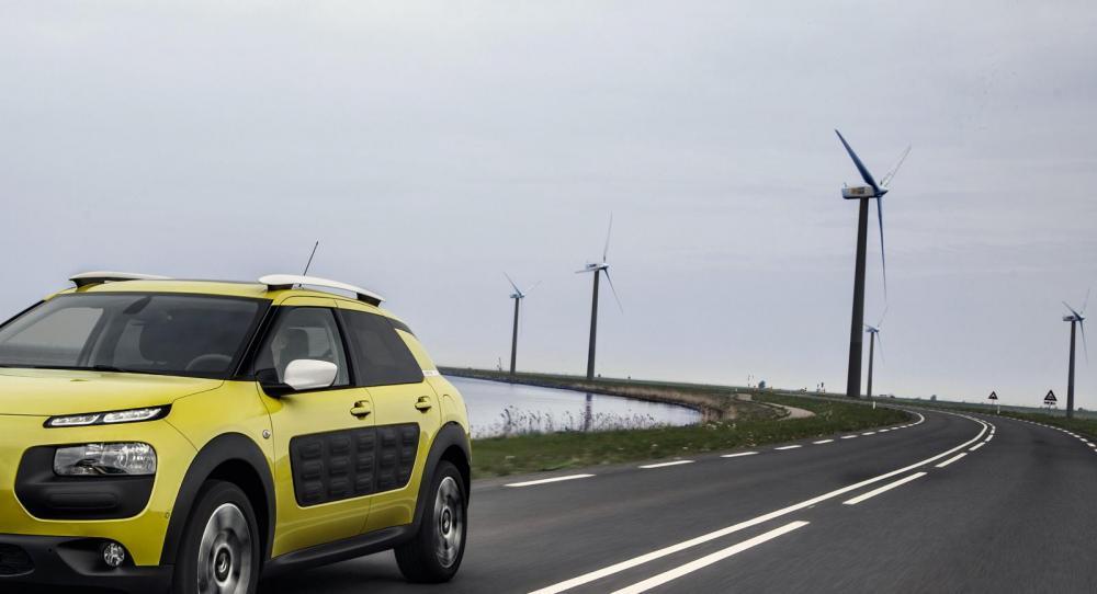 Hård motvind kan ge ordentlig höjning av bränsleförbrukningen. Foto: Citroën.