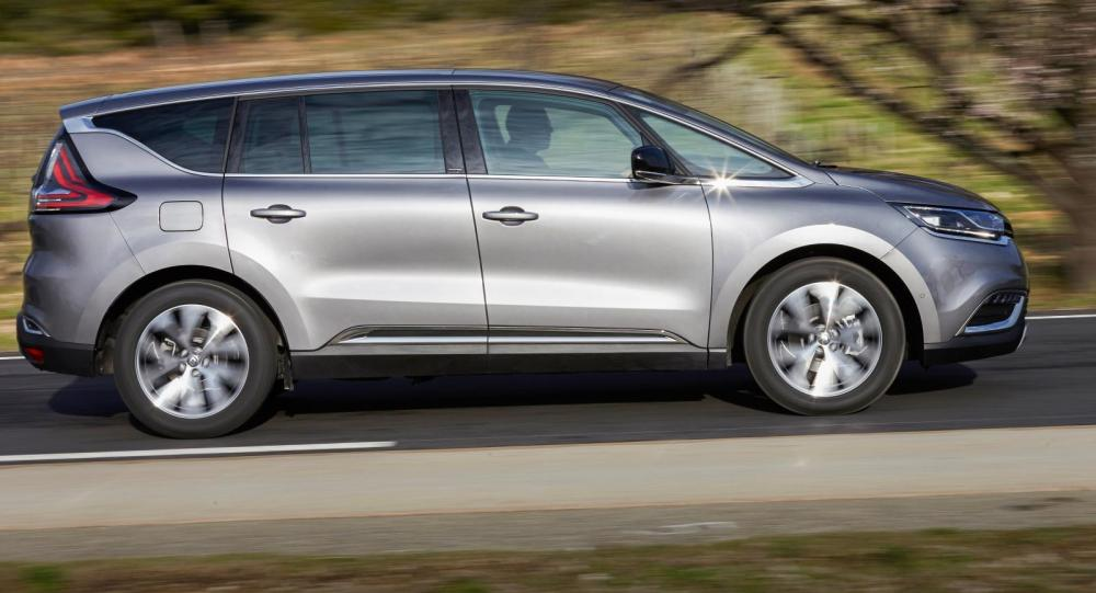 Renaults stora flexbil Espace trivs på landsväg.