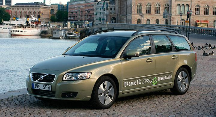 Frågeställaren kör enligt Volvo för lite med sin V50 och måste tillsätta additiv vid varje tankning.