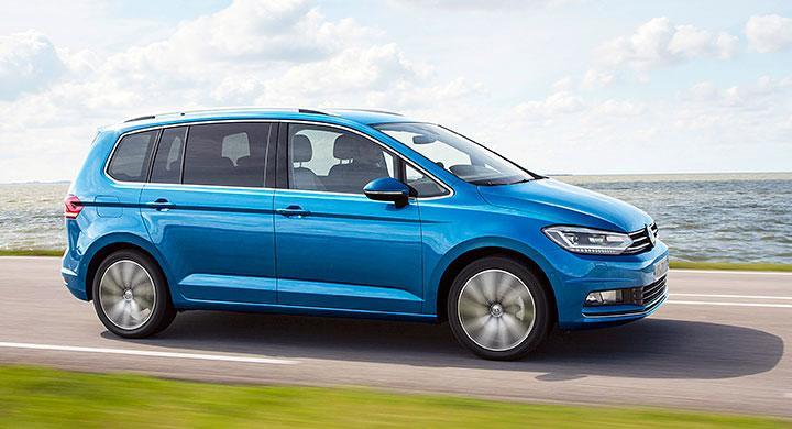 Volkswagen Touran är byggd på höjden. Det ger väldigt generösa innerutrymmen trots  att totallängden bara är 4,5 m.