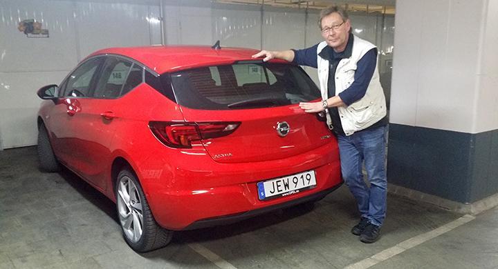 Nya Opel Astra på plats i testgaraget. Hur står den sig mot ärkerivalerna VW Golf och Ford Focus?