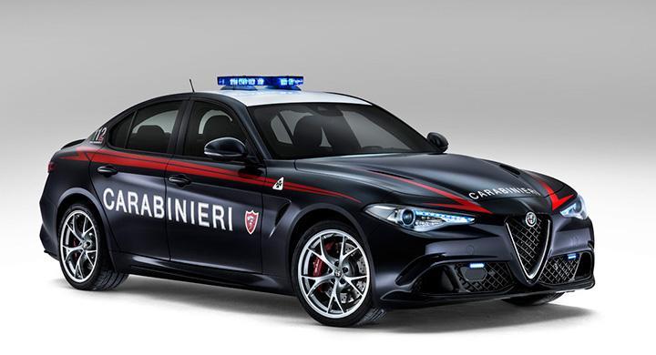 Alfa Romeo Giulia Quadrifoglio i Carabinieri-utförande.