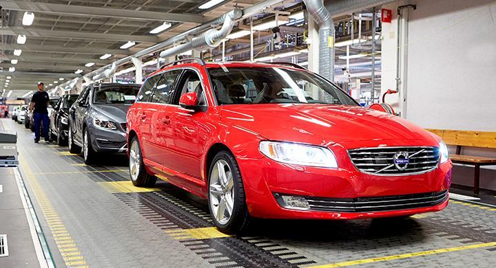 Ända in i kaklet för utgående Volvo V70 som toppar aprils nyregistreringar.