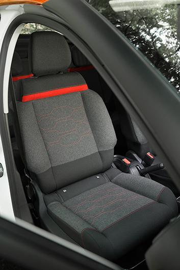 Isofix-fäste fram som sig bör i en småbil. Ovanligt mjuk stoppning, men sittställningen är inte perfekt.