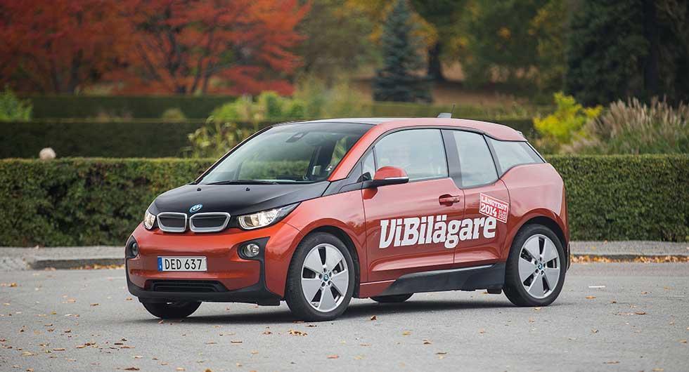 BMW i3 som ingår i Vi Bilägares långteststall tycker att det är viktigt att påminna via mail när batteriet ska laddas. Foto: Tobias Petersson.