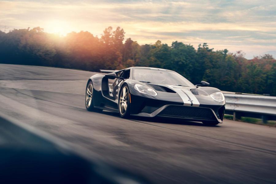 Med 647 hästar och bara 1400 kg i vikt blir Ford GT en pigg krabat.