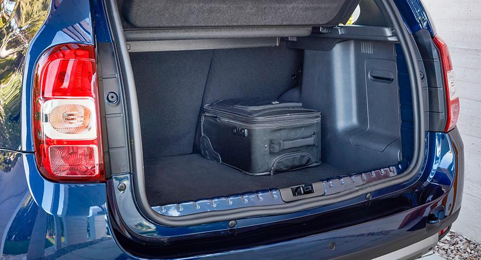 475 l bagage får plats i skuffen men lasttröskeln är hög och lätt att repa.