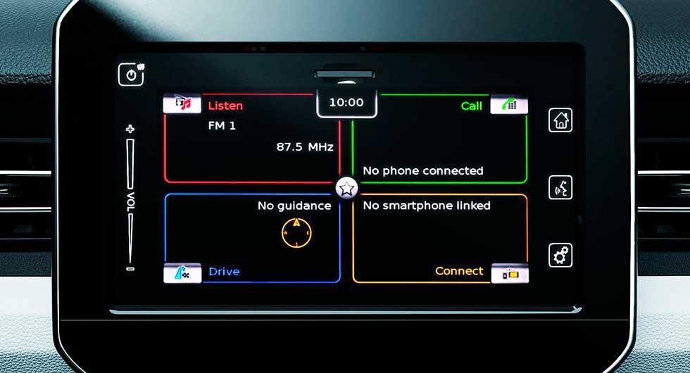 Mediesystemet kan spegla smarta telefoner och manövreras via en 7-tums pekskärm.
