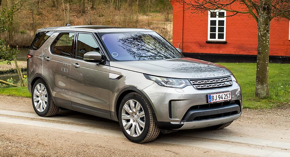 Design enligt Land Rovers nu lite mjukare linjer. Discovery är nu byggd till största delen i viktbesparande aluminium.