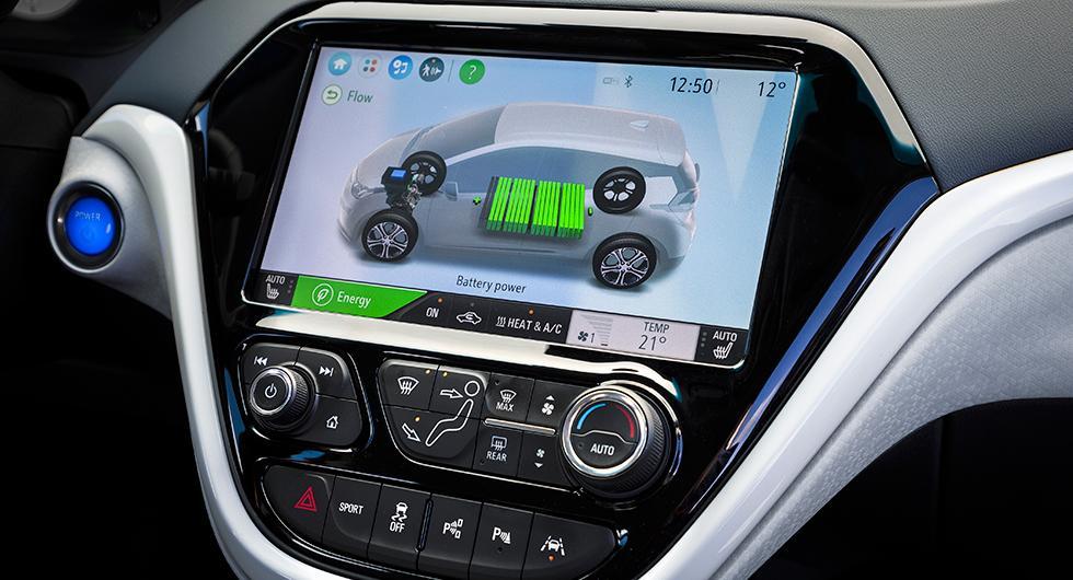 Infotainmentsystemets 10,2 tum stora skärm kan spegla Apple CarPlay och Android Auto.
