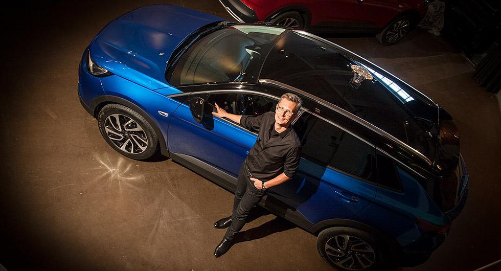 Enligt Opels svenske designer Fredrik Backman är det en utmaning att designa en suv så att insidan speglar den lite råare och robustare utsidan, utan att det blir för mycket.