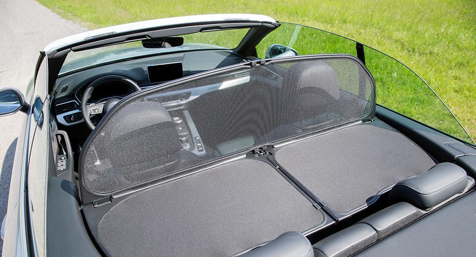 Vindskyddet gör bilen tvåsitsig men skyddar effektivt mot blåsten. Det är tillval för 4300 kronor.