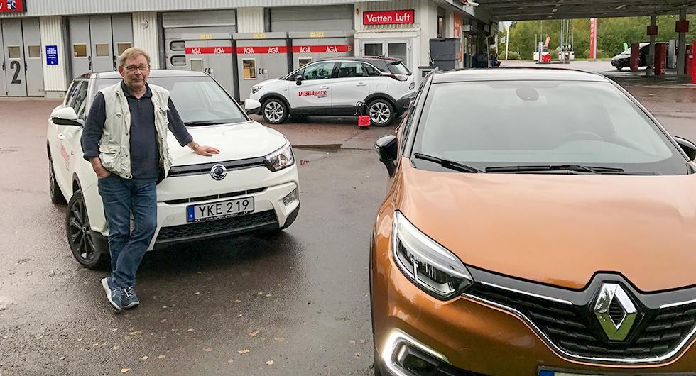 Dags för tankning och luftning av däcken inför älgtestet. Närmast kameran Renault Captur, sedan SsangYong Tivoli och längst bort Opel Crossland X.