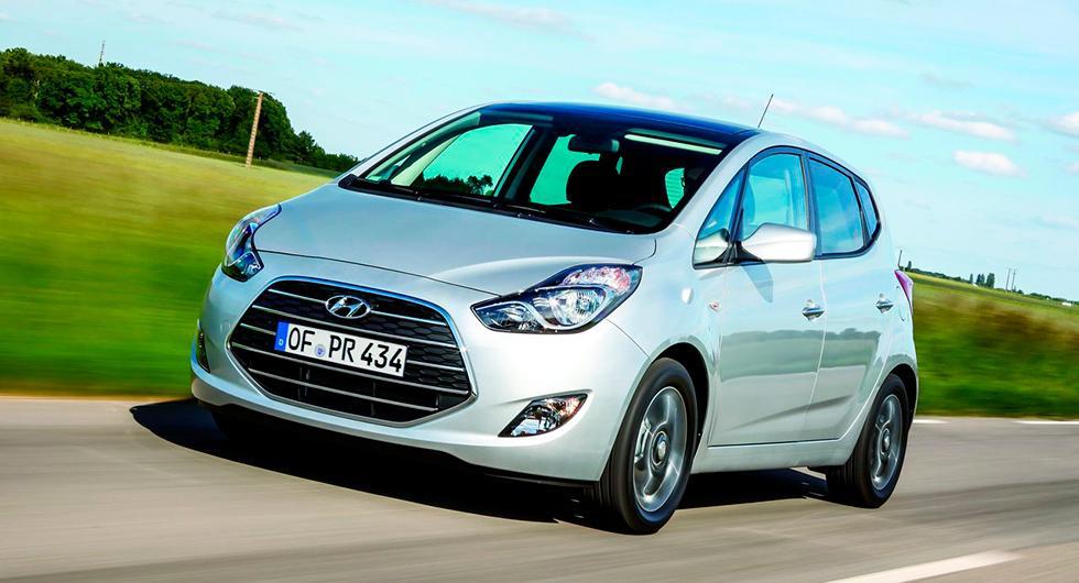 Frågeställaren har köpt en ny Hyundai ix20 och är besviken på överförbrukningen.