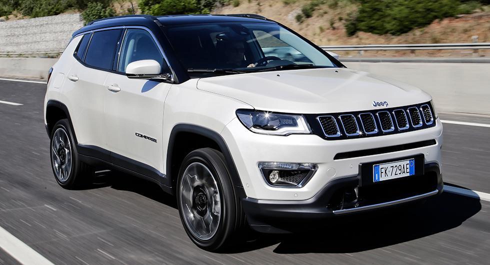 18-tumshjul fyller inte Jeeps klassiska hjulhus. Korta överhäng, 21 cm markfrigång och 4WD gör Compass svårstoppad!