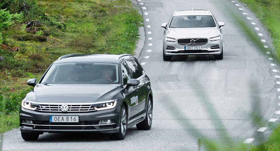 Volkswagen Passat smiter om Volvo V90 i augustis nybilsstatistik. Nästan hälften av alla nyregistrerade Passater var laddhybrider.