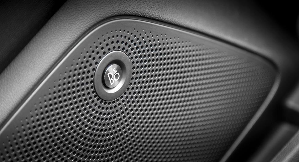 Finsmakaren kan köpa till ett ljudsystem från B&O med åtta högtalare.