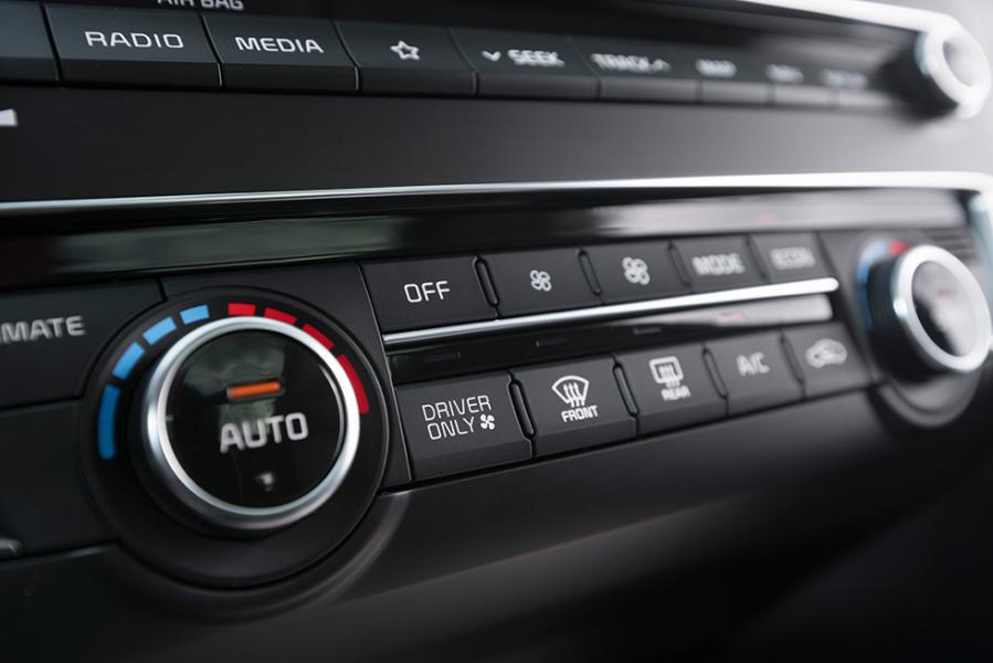 AC-anläggningen kan styras till enbart förarsidan för att spara energi.