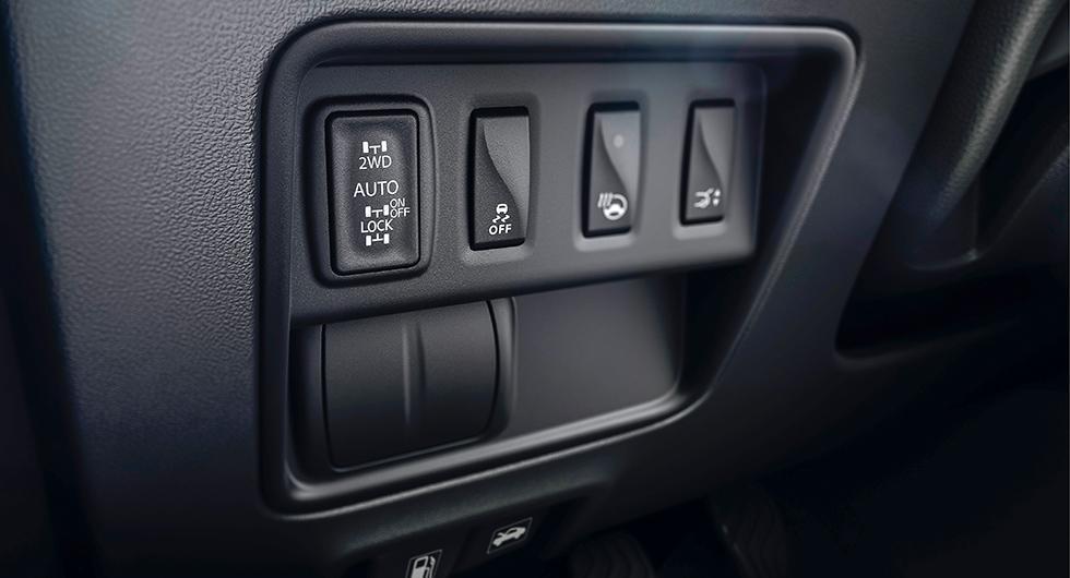 Vid svårare terräng kan föraren tvinga 50 procent av kraften till bakhjulen. Men 4WD kräver tvålitersmotorn.