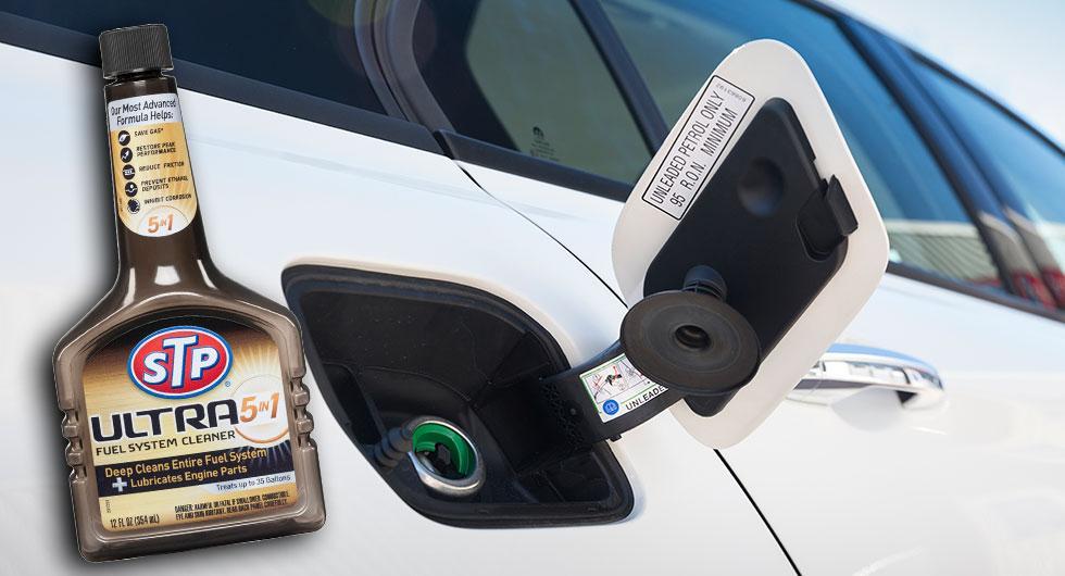Frågeställaren undrar om det ger positiva effekter att tillsätta så kallade additiv i bränsletanken.