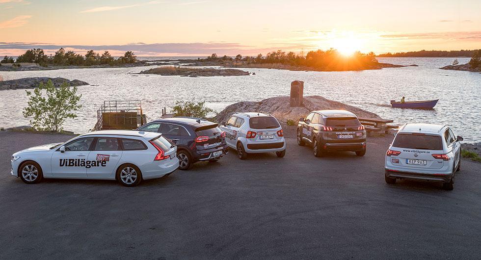 2017 års fem långtestbilar samlade: Volvo V90, Kia Niro, Suzuki Ignis, Peugeot 3008 och VW Tiguan. Vilken av dem fick flest poäng i förarnas omröstning?