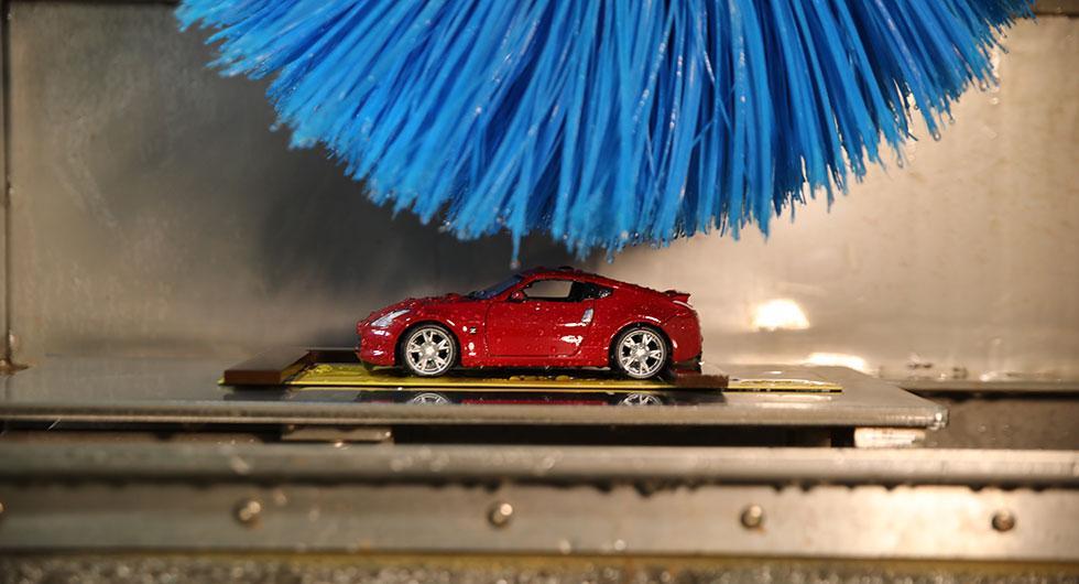 Nissan har en miniatyrbiltvätt