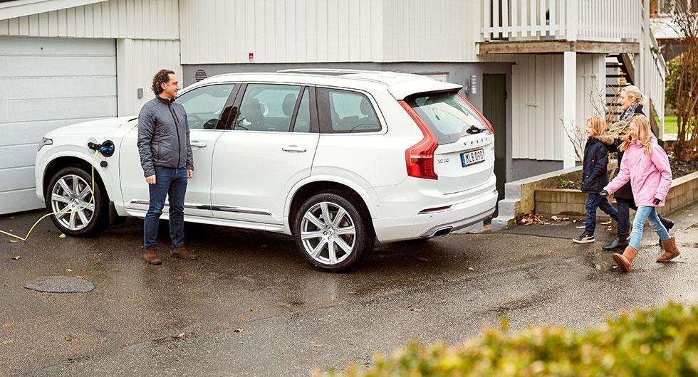 …familjen Simonovski. Båda familjerna är utvalda av Volvo Cars för att delta i testprojektet.