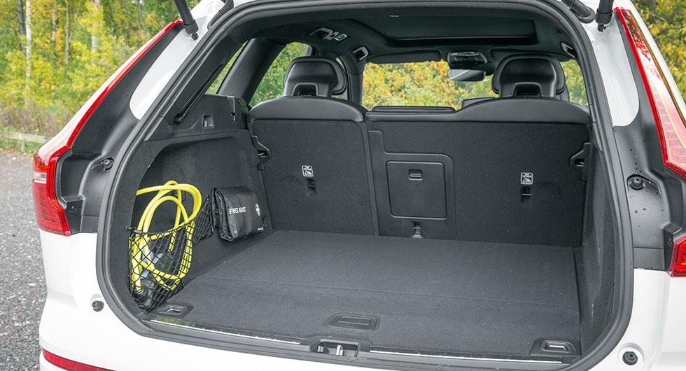 Med batterierna i kardantunneln är bagageutrymmet intakt – bra!