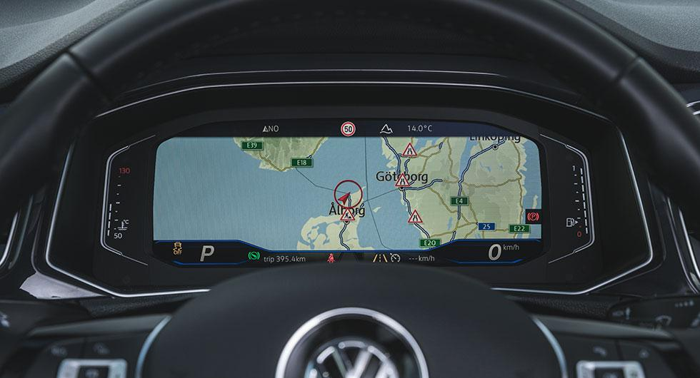 GPS:n (8900 kr) kan vecklas ut över hela den digitala instrumenttavlan (4800 kr).