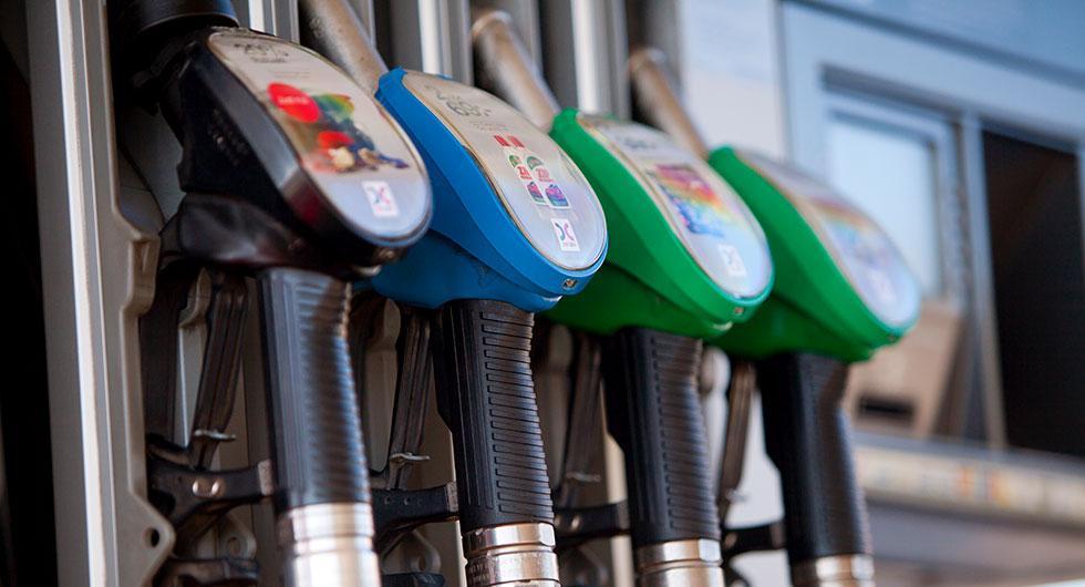 Skatten höjs på bensin och diesel