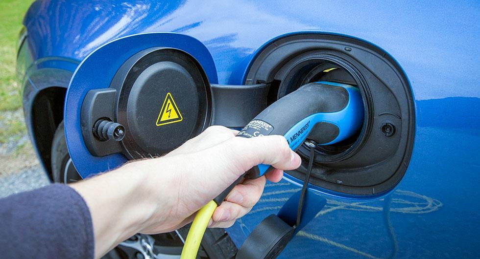 De som kör tjänstebilar föredrar att ha någon form av elektrifiering i drivlinan.