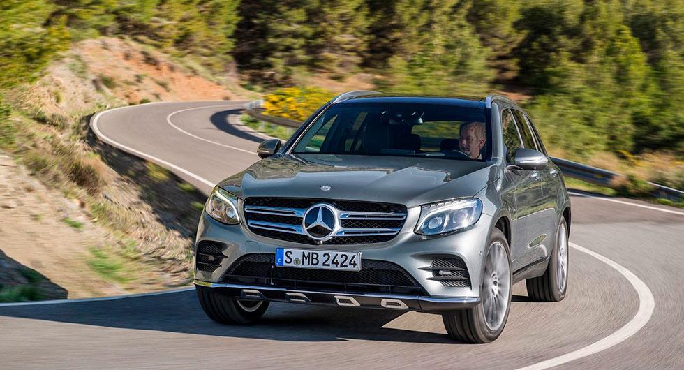 Frågeställaren har en Mercedes GLC och undrar om det går att installera farthållare som anpassar sig till rådande hastighet.