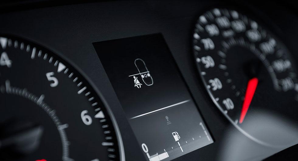 Koll på om bilbältena används i baksätet via indikation i instrument-klustret.