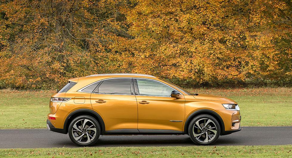 Exteriör design med egen stil även om DS lånat några drag  från premiumkonkurrenter som Audi och Lexus.