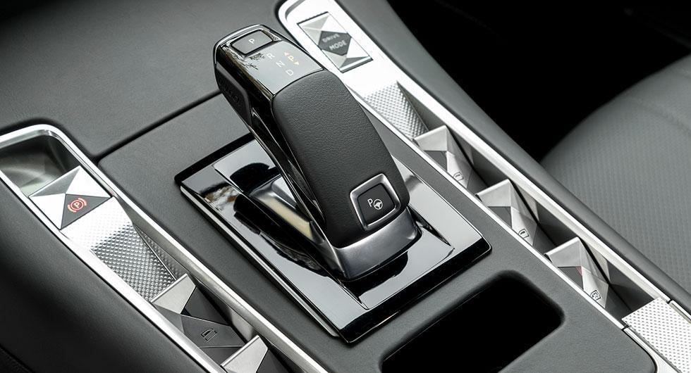 Växelväljaren känner vi igen från Peugeot 3008.