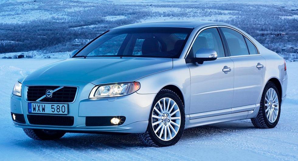 Frågeställaren har en Volvo S80 från 2007 och undrar om den kan ha smalare däck vintertid.