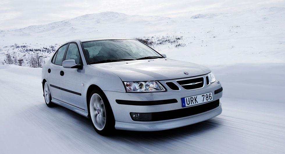 Frågeställaren undrar hur länge kamkedjan på en Saab 9-3 Aero från 2009 håller och vad det kostar att byta.