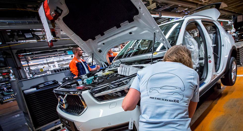 Nya småsuven Volvo XC40 byggs ihop i fabriken i Gent, Belgien.