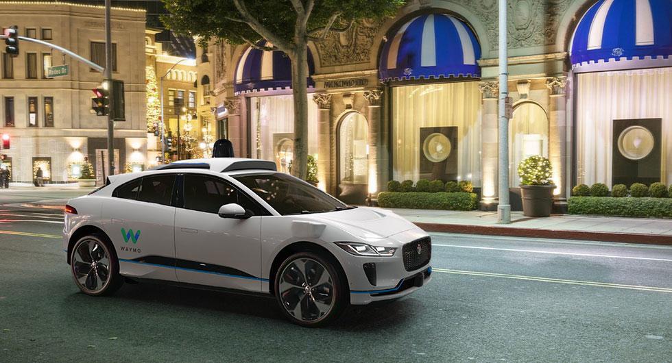 Elektriska Jaguarer i självkörande tester