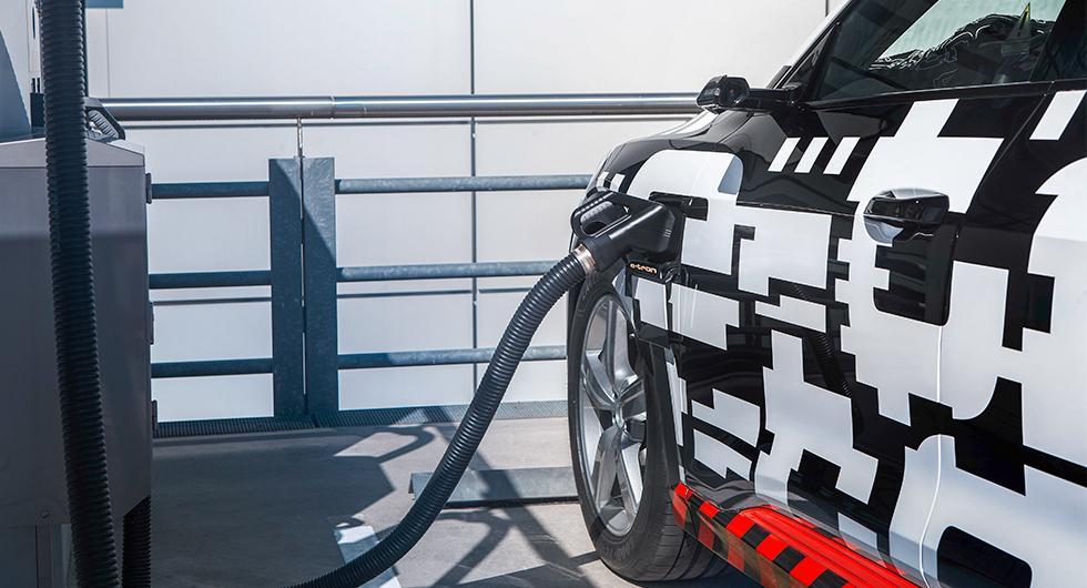 Med 150 kW laddar E-tron snabbare än alla andra elbilar som finns i dag.