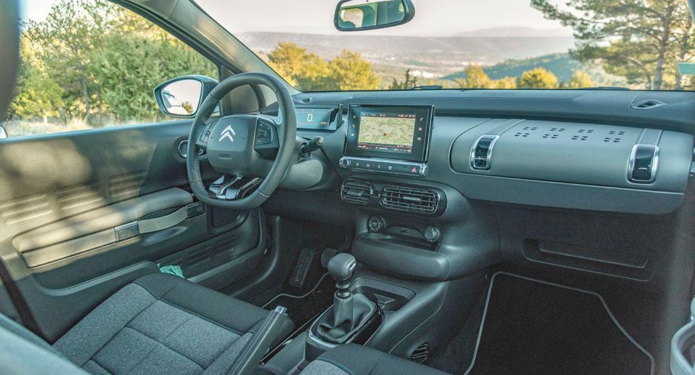 Nya C4 Cactus har förbättrats med ratt som är justerbar både i höjd- och längsled. Stolarna ger bättre stadga, sexväxlad manuell låda är standard och baksätet är delbart men bara i de två dyrare versionerna.