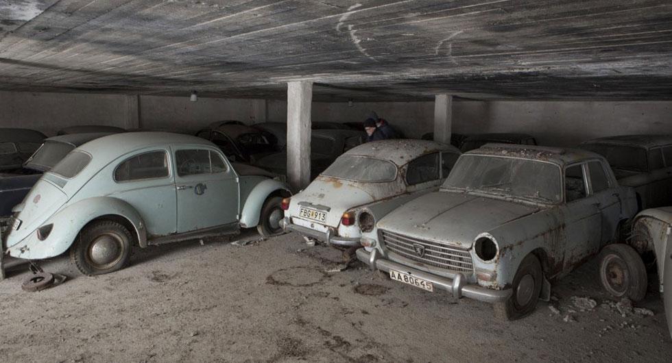 Fynd av gamla bilar i lada