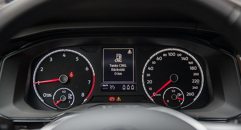 Så länge det finns gas används den i första hand. När gasen är slut kopplas bensindriften in automatiskt.