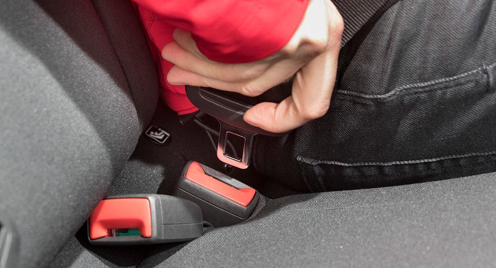 Tills Volkswagen och Seat har åtgärdat felande bälteslås rekommenderar de bilägare att inte använda mittenplatsen i baksätet på Seat Arona och Ibiza, samt Volkswagen Polo.