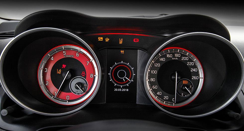 Varje acceleration ger utslag på kraftmätare framför föraren.