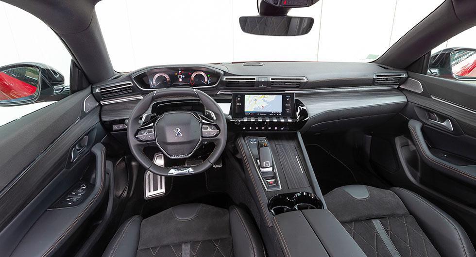 I-Cockpit kallar Peugeot sin digitala instrumentering som man använt sedan nya 208 kom år 2012. Instrumenten fungerar bra men vissa reglage är svåra att använda innan man blivit van.