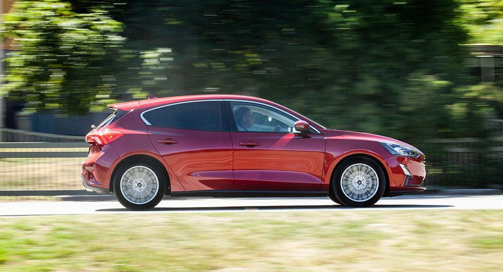 Nya Ford Focus är två centimeter längre, vassare att köra och drygt 10000 kronor dyrare än sin föregångare.