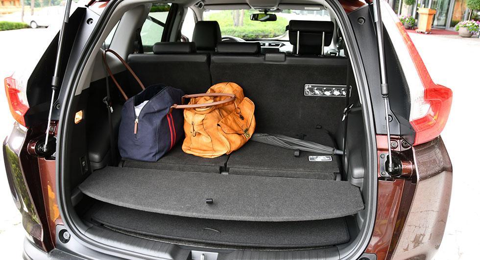 Med den tredje sätesraden fälld ryms en hel del bagage, men den femsitsiga versionen är rymligare.