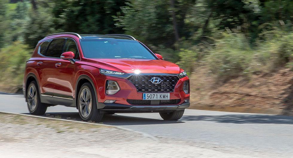 """""""Kaskadgrillen"""", som Hyundai kallar den, knyter an till märkets andra modeller. Allt ljussken kommer från LED-lampor."""