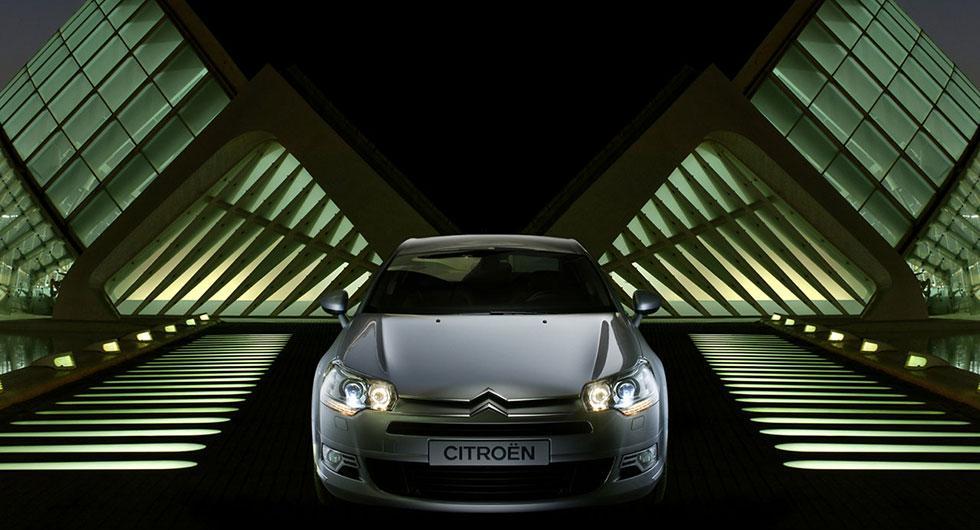 Frågeställaren undrar om det är tillåtet att höja effekten i sin Citroën C5 från 2010 med en så kallad effektbox.